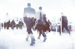 imagen de varias personas avanzando hacia delante representando el futuro, para seleccionar a GuiaGPS como tu mejor opción